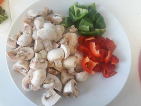 Mushroom and Capsicum Curry 1