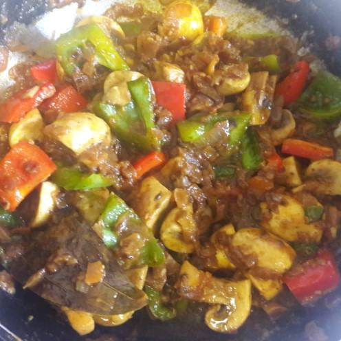 Mushroom and Capsicum Curry 16