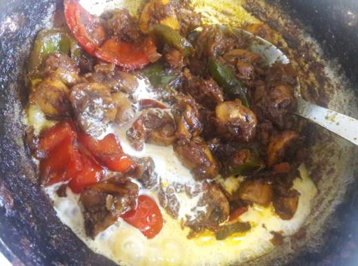 Mushroom and Capsicum Curry 21